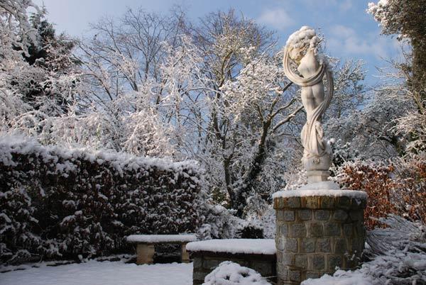 Statue-in-Snow